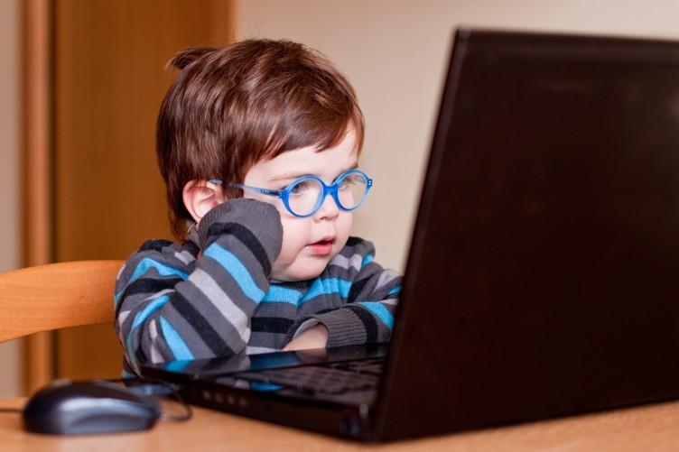 اعتیاد اینترنتی در کمین کودکان است